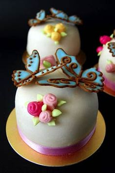 Creative miniature cakes with sugar flowers and butterflies