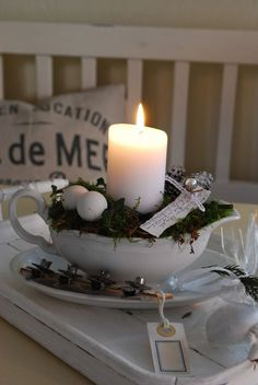 take EMC's picutre and bowl and re create.christmas or spring or really any season (Diy Candles) Noel Christmas, Winter Christmas, Vintage Christmas, Christmas Crafts, Christmas Ornament, Beautiful Candles, Best Candles, Diy Candles, Rose Gold Christmas Decorations