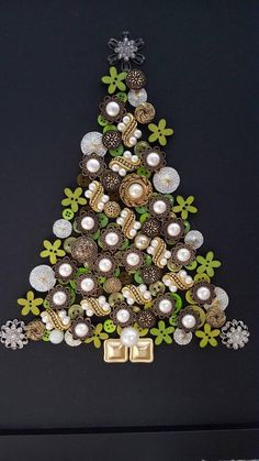 49 ideas christmas tree pictures natal for 2019 Christmas Button Crafts, Christmas Buttons, Jewelry Christmas Tree, Diy Christmas Tree, Outdoor Christmas Decorations, Christmas Centerpieces, Modern Christmas, Christmas Projects, Holiday Crafts
