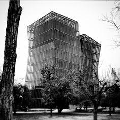 Otra rezagada #tourArquitecturaHormigónStgo  #TorresSiamesas by Alejandro Aravena, Santiago Chile.