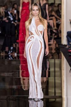 Atelier Versace Spring 2015 Couture Runway – via Vogue Look Fashion, High Fashion, Fashion Show, Fashion Design, Donatella Versace, Gianni Versace, Atelier Versace, Couture Fashion, Runway Fashion