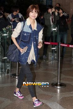http://okpopgirls.rebzombie.com/wp-content/uploads/2013/03/SNSD-Sooyoung-airport-fashion-March-25-02.jpg