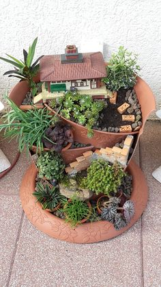 Charming Fairy Garden Ideas with Broken Pots - Unique Balcony & Garden Decoratio. - Charming Fairy Garden Ideas with Broken Pots – Unique Balcony & Garden Decoration and Easy DIY Id -