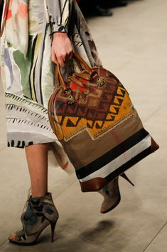 Burberry Fall 2014 Ready-to-Wear Accessories Photos - Vogue