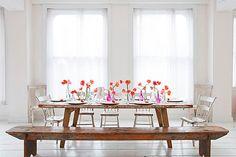 Idea sencilla para decorar la mesa con flores
