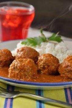 Las albóndigas son un clásico platillo para el día a día. Esta receta de albóndigas con caldillo de jitomate y un toque de chipotle es perfecta para la hora de la comida. Acompáñalas con arroz blanco o frijoles.