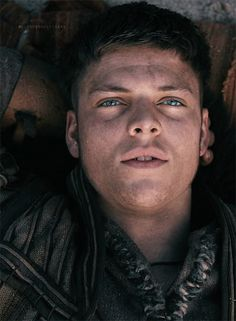 Ivar portrayed by Alex Høgh Andersen / Vikings Season 4 b