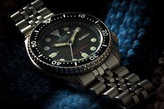 """Découverte de la célèbre Seiko SKX007, une montre automatique de plongée très prisée par les amateurs. Un rapport qualité/prix hors norme """"made in Japan""""."""