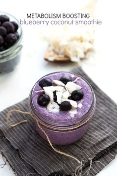 {Metabolism Boosting} Blueberry Coconut Lime Smoothie @FoodBlogs