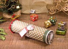 Embalagem de Natal com pote de batata/empaque navideño con tubo de cartón. Pringles Can, Jam Jar, Reuse, Diy, Gift Wrapping, Canning, Boxes, Scrapbooking, Gifts