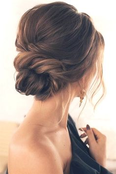 39 Gorgeous Winter Hairstyles For Long Hair - Hair Styles 2019 Low Bun Hairstyles, Winter Hairstyles, Hairstyles Pictures, Simple Hairstyles, Gorgeous Hairstyles, Celebrity Hairstyles, Romantic Hairstyles, Princess Hairstyles, Romantic Updo