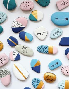 {Dossier DIY} 15 id& & faire avec des galets! - 15 DIY for kids with painted& Stone Crafts, Rock Crafts, Arts And Crafts, Diy Crafts, Crafts With Rocks, Homemade Crafts, Garden Crafts, Diy For Kids, Crafts For Kids