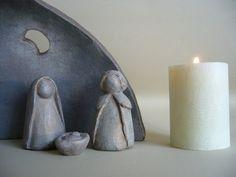 Crèche de Noël stylisée en terre cuite patinée : Accessoires de maison par toucher-terre