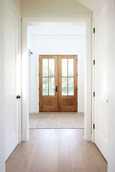 Feature Friday: Plank and Pillow - Southern Hospitality #entryways #hallways #interiors Style At Home, White Paint Colors, Wall Colors, Modern Paint Colors, Greige Paint Colors, Best Paint Colors, Grey Paint, Engineered Hardwood Flooring, Light Hardwood Floors