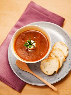 定番のオニオンスープが、しょうゆ麹を使うことで和にも洋のテイストでもいける、風味豊かな味わいに! できたての熱々を楽しんで。 『ELLE a table』はおしゃれで簡単なレシピが満載!