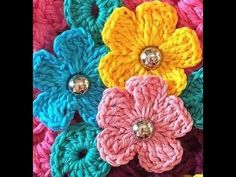 Regina Molina shared a video Crochet Flower Patterns, Crochet Designs, Crochet Flowers, Love Crochet, Crochet Motif, Crochet Baby, Flower Chart, Motifs Roses, Pipe Cleaner Crafts