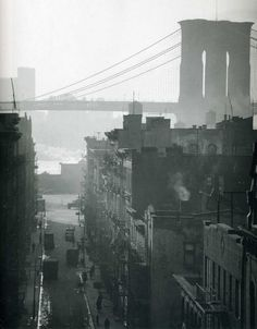 Andreas Feininger was a LIFE Magazine photographer known for his haunting images of New York City. LIFE named him one of the most influential photographer who innately understood New York City's. New York City, Bauhaus, Vintage New York, Contemporary Photography, White Photography, Vintage Photography, Great Photographers, Henri Matisse, Paris