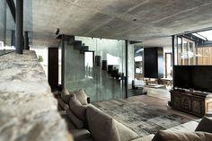 In Austrian winter resort Kitzbühel, Gogl Architekten designed in 2012 this modern mountain residence.
