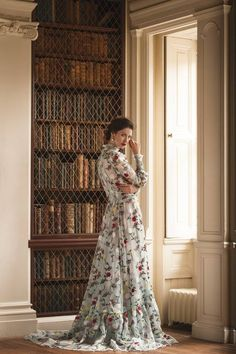 Outlander star Caitriona Balfe in Erdem photographed by Martin Scott Powell for Departures Magazine: Scotland Claire Fraser, Jamie And Claire, Jamie Fraser, Outlander Casting, Outlander Book, Outlander 2016, Outlander Locations, Diana Gabaldon Outlander Series, People