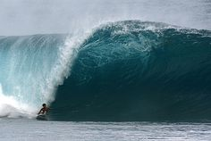 Banzai Pipeline (Northshore): Island of Oahu, HI USA