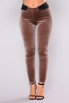 Valencia Velvet Leggings - Latte Discover right here the very best novelty leggings showroom ever before as well as pleasure with its limitless range . Velvet Leggings, Velvet Pants, Fashion Pants, Fashion Outfits, Look 2018, Pants For Women, Clothes For Women, Velvet Fashion, Daily Fashion