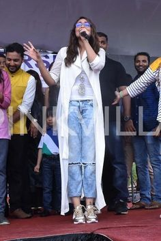 Sonakshi Sinha promotes Akira in Jaipur enthralls the crowd Bollywood Images, Sonakshi Sinha, Love And Marriage, Jaipur, Akira, Role Models, Cute Dresses, Superstar, Crowd