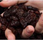 Estas pasas de uvas conocidas también como UVAS PASAS se obtienen cuando se logran deshidratar las uvas frescas. Estas se encuentran dentro de las mejores