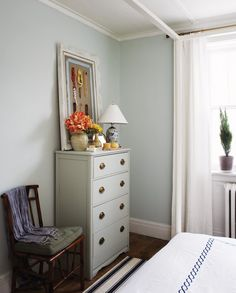 Photographer: Angus Fergusson Source: House & Home March 2010 issue Products: Hardware, Lee Valley Tools; lamp, Angus & Company; dresser colour, Blue Gray (15), Farrow & Ball. •Wall colour, Pale Powder (204), Farrow & Ball.