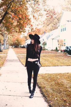 nu goth in suburbia Modern Witch Fashion, Dark Fashion, Grunge Fashion, Gothic Fashion, Fashion Women, Hipster Fashion, Grunge Style, Soft Grunge, Goth Style