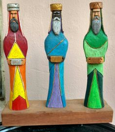 Reyes Tradicionales en Cedro por Pitre Carving Wood, Wood Carvings, Christmas In Puerto Rico, Wise Men, Wooden Pegs, Gnomes, Wood Projects, Nativity, Woodworking