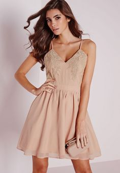 Missguided - Robe patineuse bouffante nude buste en dentelle