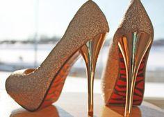 Resultado de imagem para sapato para noiva dourado