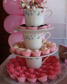 Baby shower ides simple tea parties Ideas for 2020 Tea Party Theme, Tea Party Birthday, Bar A Bonbon, Alice In Wonderland Tea Party, Tea Party Bridal Shower, Partys, Vintage Tea, High Tea, Holidays And Events
