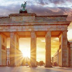 Auf nach Berlin! 3 Tage im 4-Sterne Hotel in der deutschen Hauptstadt mit Frühstück und Ticket für 'THE ONE Grand Show' im Friedrichstadt-Palast ab 99 € - Urlaubsheld | Dein Urlaubsportal