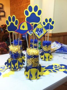 cub scout blue and gold banquet centerpieces Cub Scouts Wolf, Tiger Scouts, Girl Scouts, Cub Scout Crafts, Cub Scout Activities, Cub Scout Blue And Gold Centerpieces, Arrow Of Light Ceremony, Banquet Centerpieces, Balloon Centerpieces