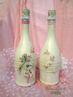 Painted Wine Bottles, Bottles And Jars, Glass Bottles, Mason Jars, Wedding Bottles, Wedding Glasses, Bottle Art, Bottle Crafts, Altered Bottles