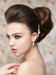 Bridal hairstyles for long hair give you the biggest freedom to create an unforgettable look for your big day. Get inspired with the best wedding hairstyles, updos and downdos!