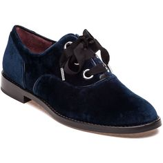 MARC JACOBS Helena Navy Velvet Oxford (87.290 CLP) ❤ liked on Polyvore featuring shoes, oxfords, navy velvet, navy oxfords, small heel shoes, navy blue oxford shoes, short heel shoes and navy blue velvet shoes