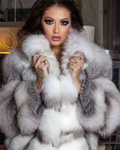 Fox Fur Coat, Fur Coats, Great Women, White Fur, Fur Fashion, True Beauty, Parka, Faux Fur, Collars