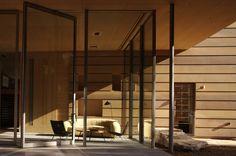 pivot glass floor to ceiling doors / Creekside Residence / Bohlin Cywinski Jackson