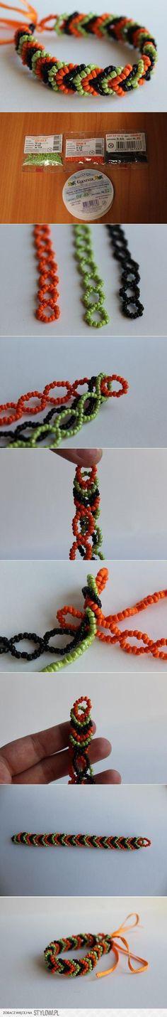 Drie armbanden in elkaar knopen. (misschien ook te doen met alleen katoen?)
