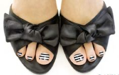 Black_and_White_Toes
