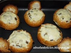 Absolut Delicios - Retete culinare: CHIFLE UMPLUTE CU CIUPERCI, SUNCA SI CASCAVAL Food Inspiration, Muffin, Food And Drink, Cooking Recipes, Vegan, Breakfast, Pray, Foods, Fine Dining