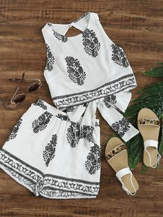Shop Leaf Printed Bow Open Back Tank Top With Shorts online. SheIn offers Leaf Printed Bow Open Back Tank Top With Shorts & more to fit your fashionable needs. Cute Summer Outfits, Casual Outfits, Cute Outfits, Girl Fashion, Fashion Outfits, Womens Fashion, Dress To Impress, Designer Dresses, Ideias Fashion