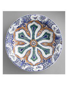 Grand plat à la rosace aux 6 branches festonnées - Musée national de la Renaissance (Ecouen)