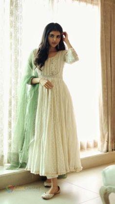 Designer Party Wear Dresses, Kurti Designs Party Wear, Salwar Designs, Indian Designer Outfits, Stylish Dress Designs, Stylish Dresses For Girls, Robe Anarkali, Anarkali Bridal, Indian Anarkali