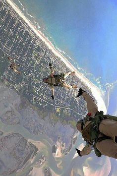 Navy Seals in freefall Military Special Forces, Military Personnel, Military Life, Special Operations Command, Us Navy Seals, My Champion, Special Ops, United States Navy, Skydiving