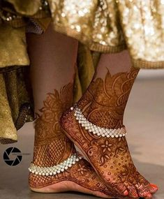 Are you willing to browse some trendy bridal Payal? Here we have enlisted some beautiful bridal anklets which will steal your heart right away Payal Designs Silver, Silver Anklets Designs, Silver Payal, Anklet Designs, Indian Wedding Jewelry, Indian Bridal, Bridal Jewelry, Silver Jewelry, Indian Jewelry