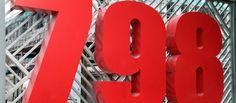 Il luogo migliore per avventurarsi in un percorso alla scoperta delle ultime novità dell'arte contemporanea cinese è la 798 Art Zone, il distretto artistico di Pechino sorto sulle spoglie di un enorme complesso industriale. Per una passeggiata tra gallerie d'arte, caffetterie, art shop e librerie di arte e design. L'area della 798 è situata a Dashanzi, nella zona nordest di Pechino, a 15 km dall'aeroporto internazionale.