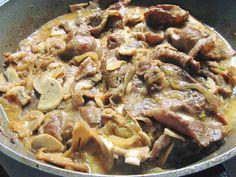 Νόστιμα και λαχταριστά χοιρινά μπριτζολάκια με μανιτάρια και κρέμα γάλακτος Greek Recipes, Light Recipes, Food And Drink, Pork, Meat, Cooking, Pork Roulade, Cucina, Pigs